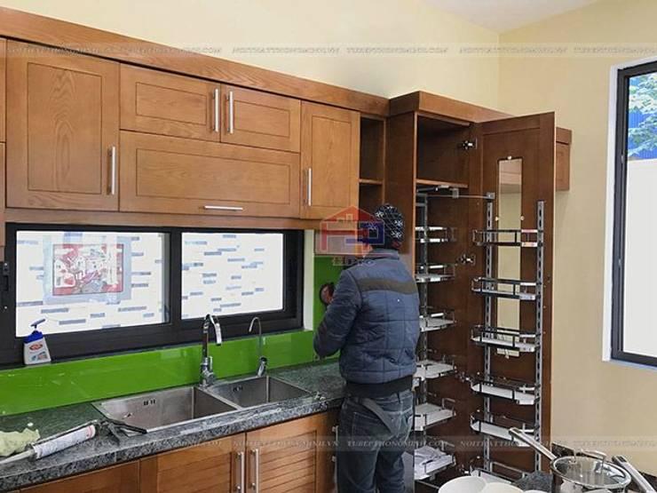 Ảnh thực tế hệ tủ kho 6 tầng trong bộ tủ bếp gỗ sồi mỹ nhà anh Việt ở Thái Nguyên:  Kitchen by Nội thất Hpro