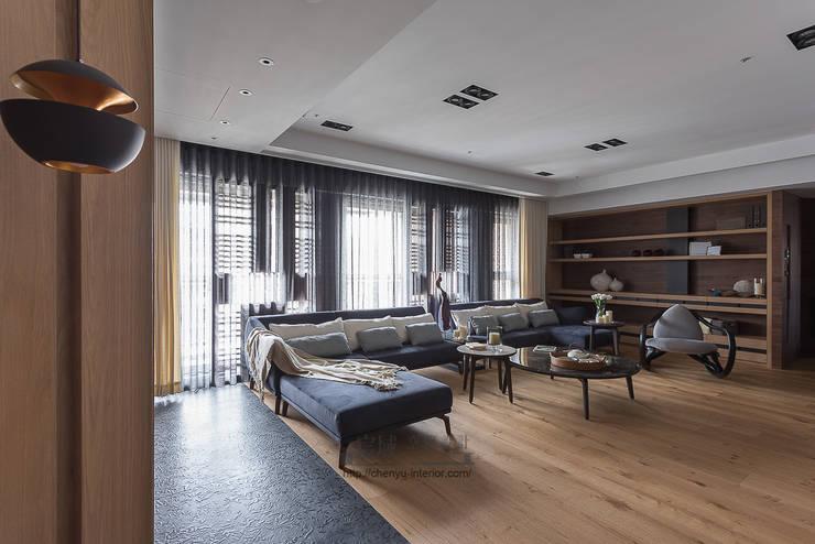 居家空間的光影變化:  客廳 by 宸域空間設計有限公司
