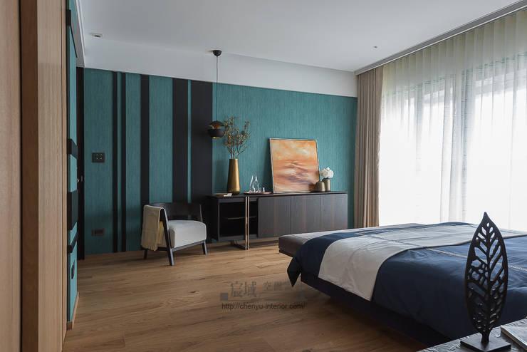 居家空間的光影變化:  臥室 by 宸域空間設計有限公司