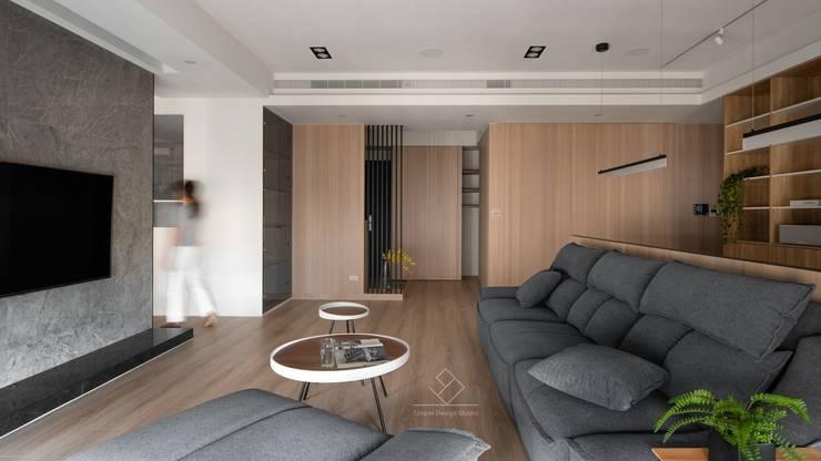 溫潤質感:  客廳 by 極簡室內設計 Simple Design Studio
