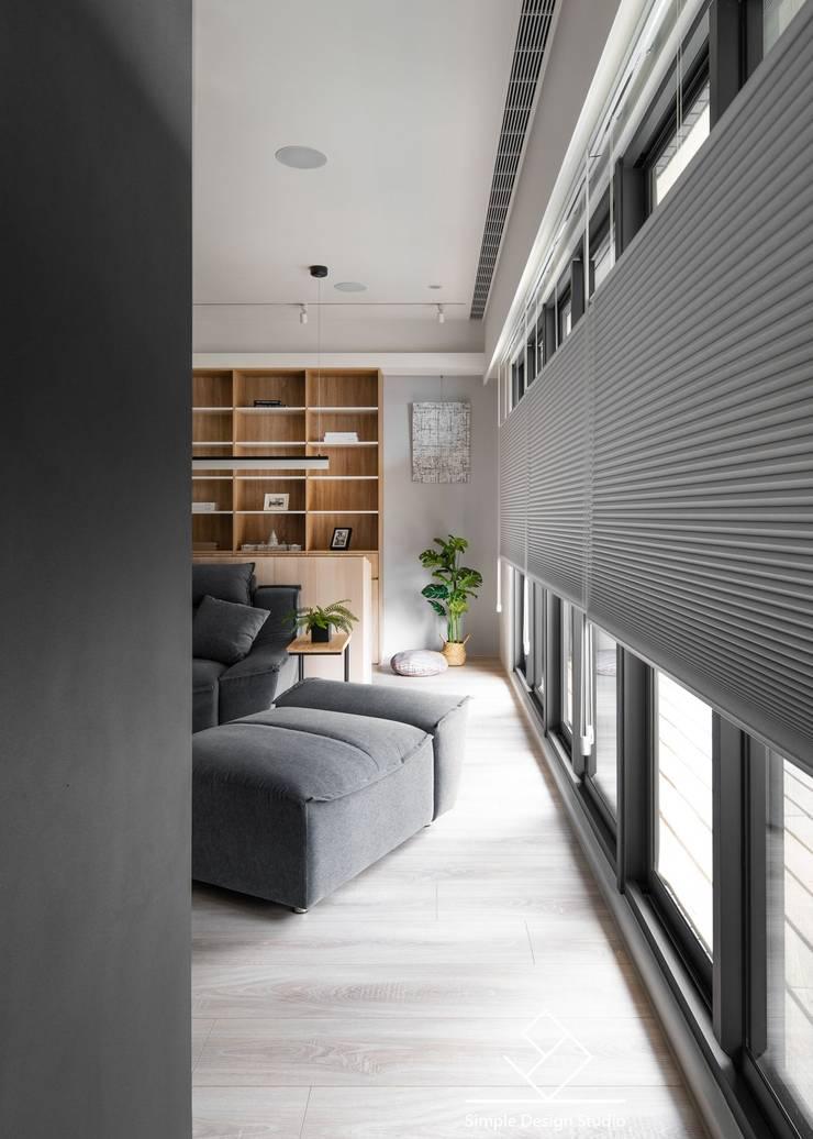 落地窗:  書房/辦公室 by 極簡室內設計 Simple Design Studio