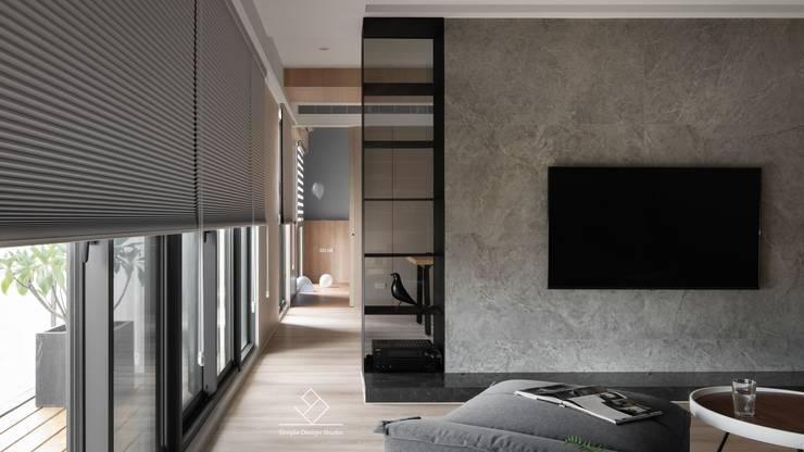 公領域直接串連:  客廳 by 極簡室內設計 Simple Design Studio