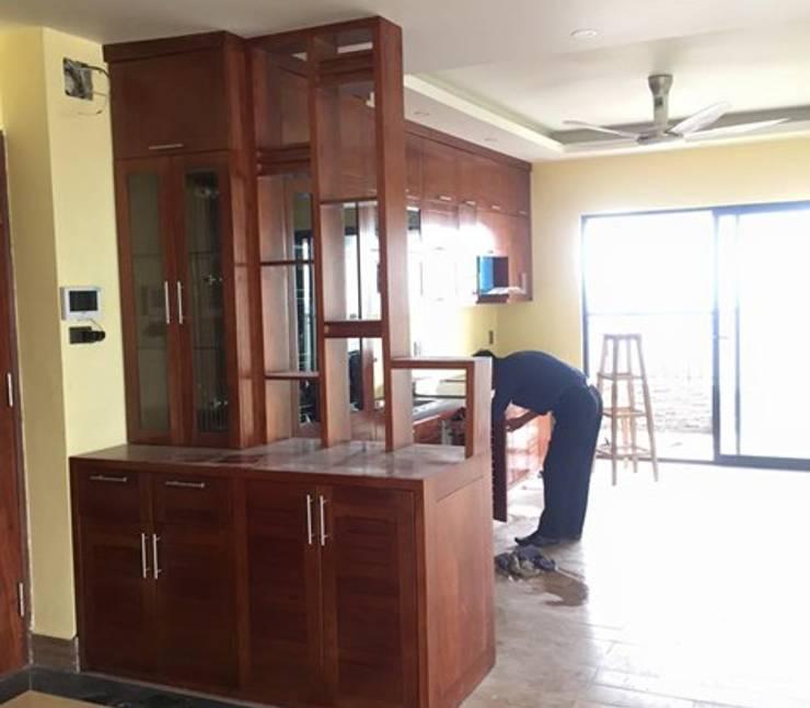 Hpro bàn giao công trình tủ bếp gỗ xoan đào kèm vách ngăn nhà chị Loan ở Thụy Khuê:  Kitchen by Nội thất Hpro