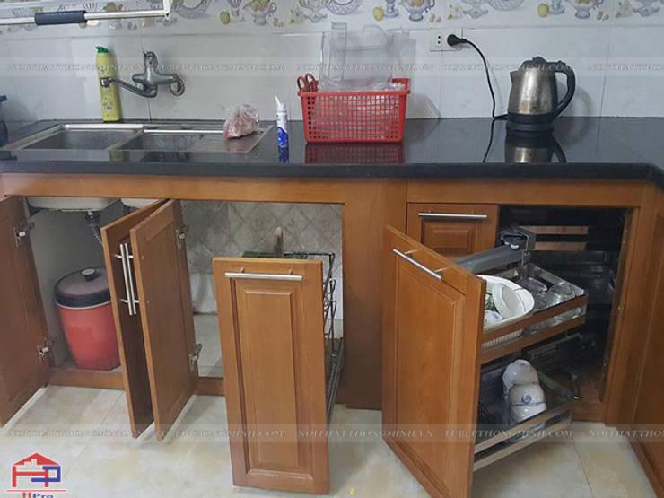 Ảnh thực tế tủ bếp gỗ sồi mỹ dưới sau khi lắp đặt xong phụ kiện:  Kitchen by Nội thất Hpro