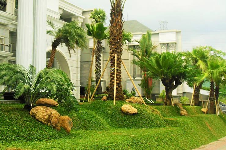 Ahli Taman Modern Surabaya: Kolam taman oleh Tukang Taman Surabaya - flamboyanasri, Modern