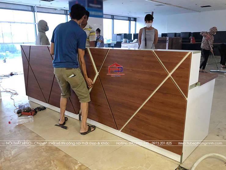Thi công lắp đặt nội thất gỗ laminate cho nhà hàng Buffet Poseidon cơ sở 2:  Office spaces & stores  by Nội thất Hpro