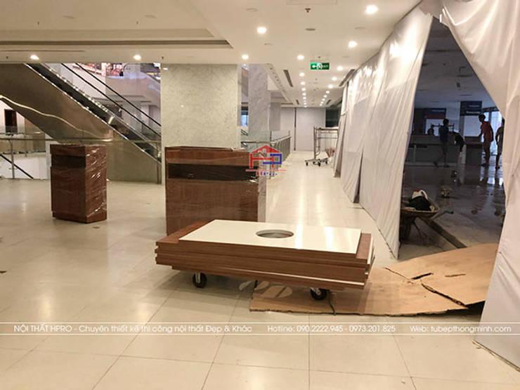Vận chuyển nguyên liệu gỗ laminate đến nhà hàng Buffet Poseidon cơ sở 2:  Office spaces & stores  by Nội thất Hpro