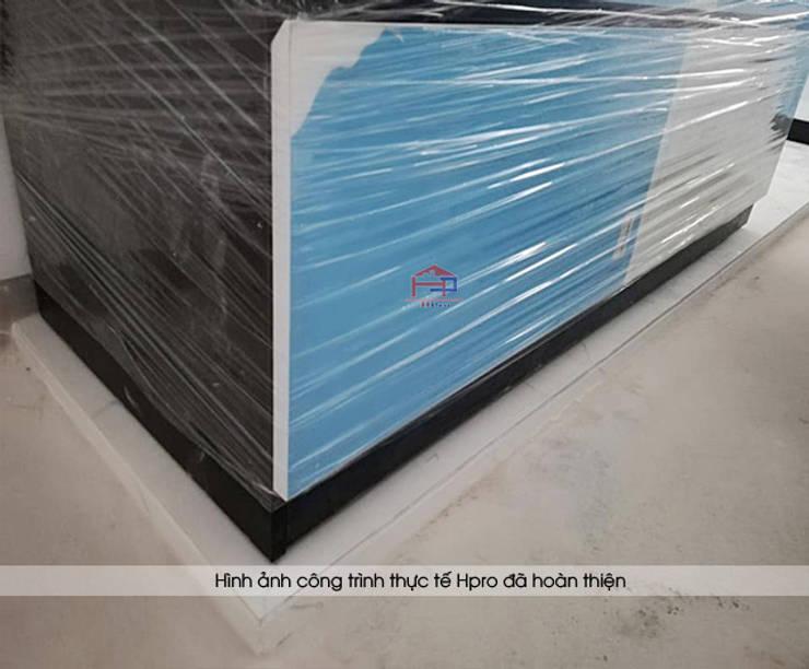 Hpro lắp đặt tủ bếp acrylic đen trắng cho nhà anh Thành ở Tuyên Quang:  Kitchen by Nội thất Hpro
