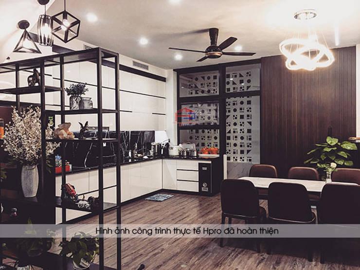 Hình ảnh thực tế tủ bếp acrylic kịch trần nhà anh Thành ở Tuyên Quang:  Kitchen by Nội thất Hpro