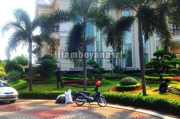 Tukang Taman Surabaya - Desain Konsep Mediterania:  Halaman depan by Tukang Taman Surabaya - flamboyanasri