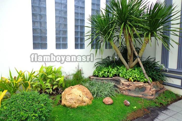 Tukang Taman Surabaya - Desain taman Bali:  Halaman depan by Tukang Taman Surabaya - flamboyanasri