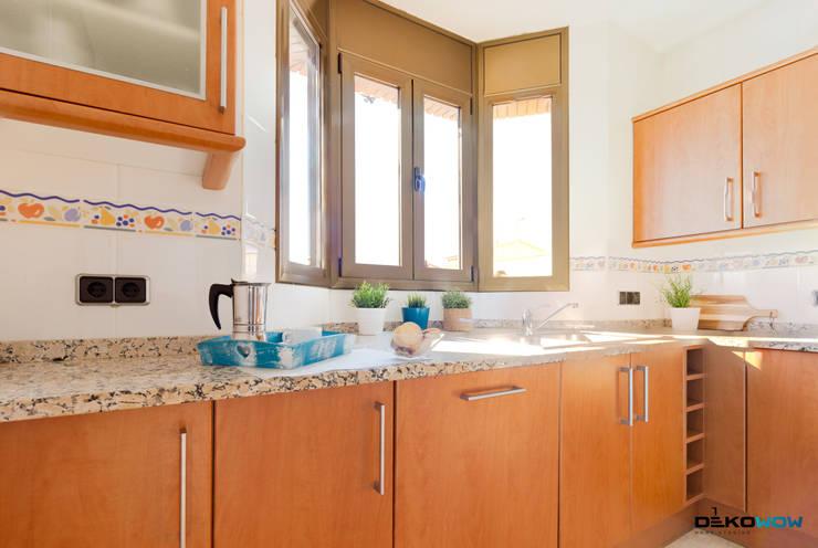 Cocina:  de estilo  de Dekowow Home Staging