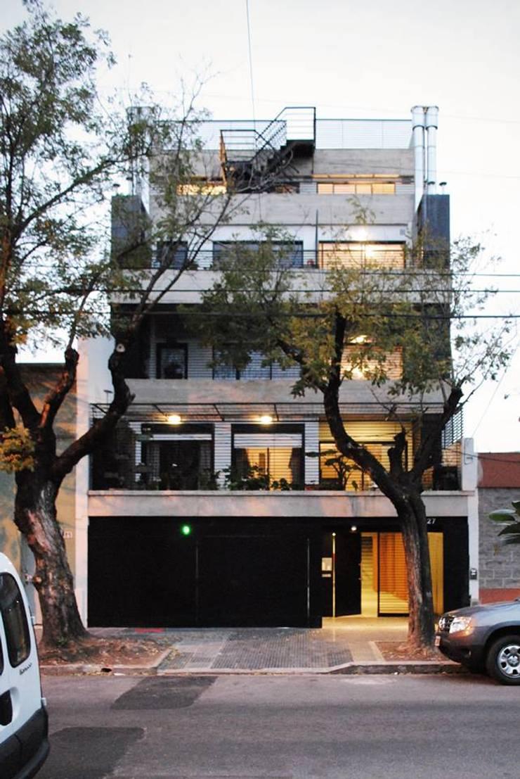 HEREDIA 1027: Condominios de estilo  por BARRO arquitectos,