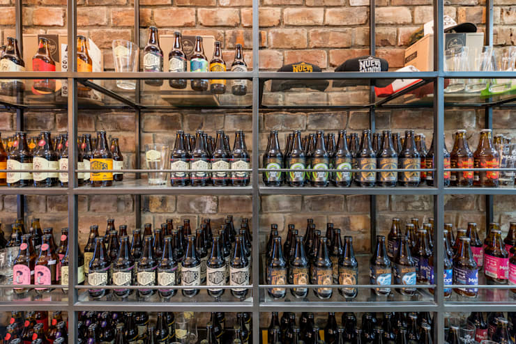 Bodega Cervecera – Centro Comercial el Polo II, Surco: Oficinas y Tiendas de estilo  por Baum Studio