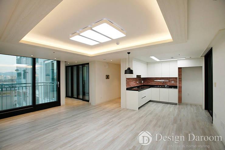 광장동 신동아 파밀리에 32py 거실: Design Daroom 디자인다룸의  거실,