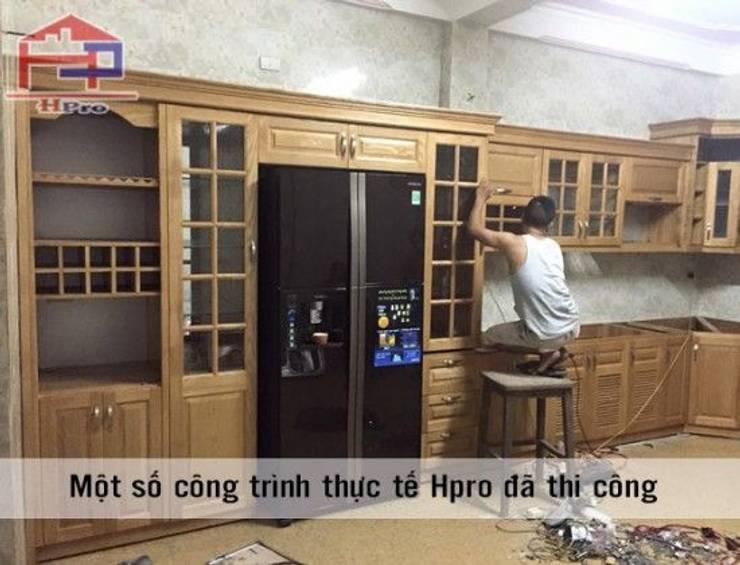 Lắp đặt tủ bếp gỗ sồi nga màu vàng sáng nhà anh Khê ở Thái Bình:  Kitchen by Nội thất Hpro