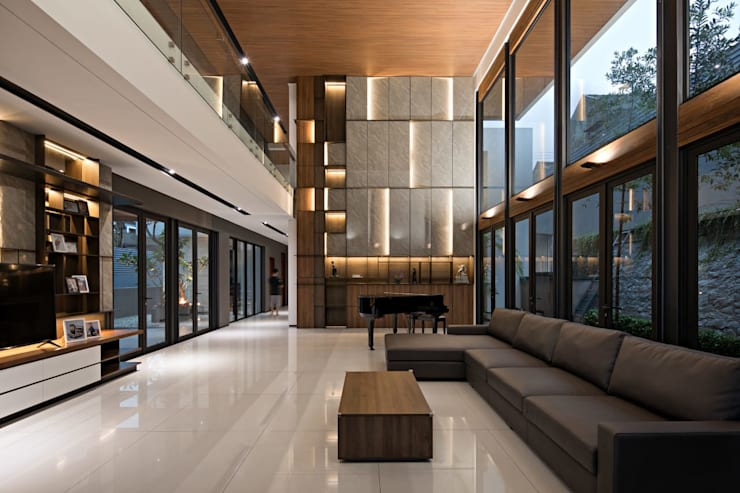 Gio House Bandung:  Living room by CV Berkat Estetika