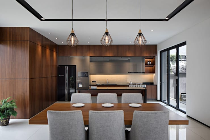 Gio House Setraduta:  Dining room by CV Berkat Estetika