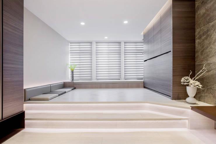 叡觀國際空間規劃[Design|蔡公館]:  客廳 by 叡觀國際空間規劃