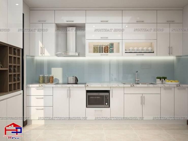Ảnh 3D thiết kế tủ bếp acrylic nhà chú Quang ở tòa Ruby1 Goldmark City:  Kitchen by Nội thất Hpro