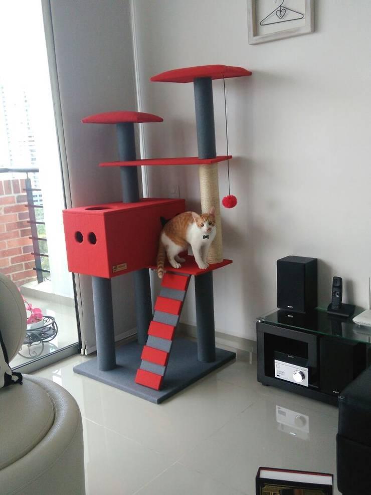 Gimnasio para gatos, referencia Yukon color rojo: Hogar de estilo  por ModuCat Estructuras modulares para gatos