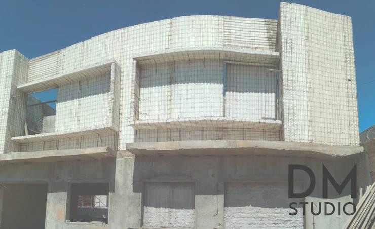 Casa con Sistema Constructivo Integral:  de estilo  por DM Studio,