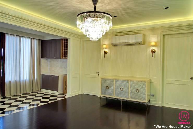 Khun Bow House:  ห้องนั่งเล่น by HOMEMAX THE BUILDER