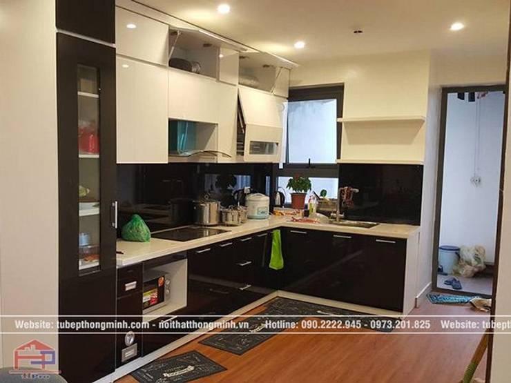 Ảnh thực tế tủ bếp acrylic đen trắng nhà anh Thảo ở Ngoại Giao Đoàn sau khi thi công xong:  Kitchen by Nội thất Hpro
