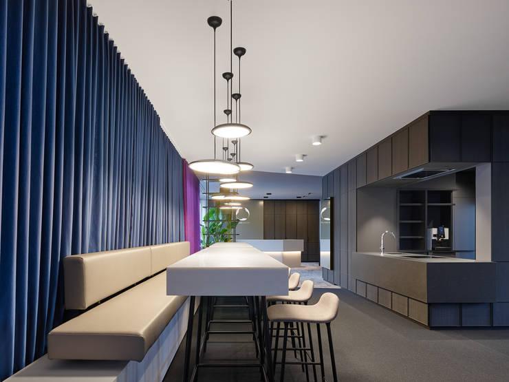Studio Komo Interior Design Stuttgart Büroplanung Office Design :  Bürogebäude von Studio Komo,Modern