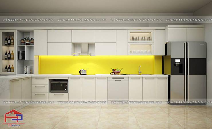Ảnh thiết kế 3D tủ bếp acrylic màu trắng nhà chị Thu ở Long Biên:  Kitchen by Nội thất Hpro