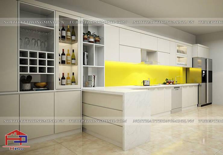 Ảnh thiết kế 3D tủ bếp acrylic kèm bàn đảo và tủ rượu nhà chị Thu ở Long Biên:  Kitchen by Nội thất Hpro