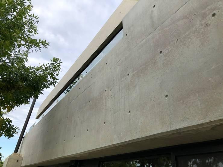 Casa Barco Hormigon: Casas de estilo  por Maximiliano Lago Arquitectura - Estudio Azteca,