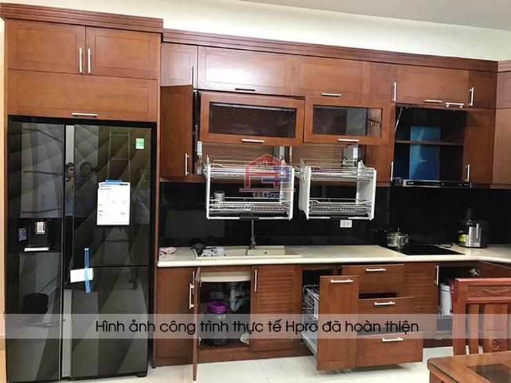 Ảnh thực tế tủ bếp gỗ sồi mỹ nhà anh Phương ở Đức Giang:  Kitchen by Nội thất Hpro