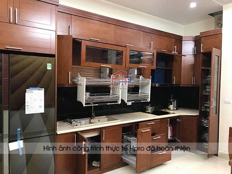 Ảnh thực tế tủ bếp gỗ sồi mỹ sau khi hoàn thiện lắp đặt nhà anh Phương ở Đức Giang:  Kitchen by Nội thất Hpro