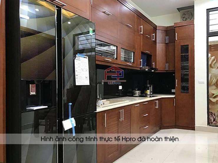 Ảnh thực tế bộ tủ bếp gỗ sồi mỹ tự nhiên nhà anh Phương ở Đức Giang:  Kitchen by Nội thất Hpro