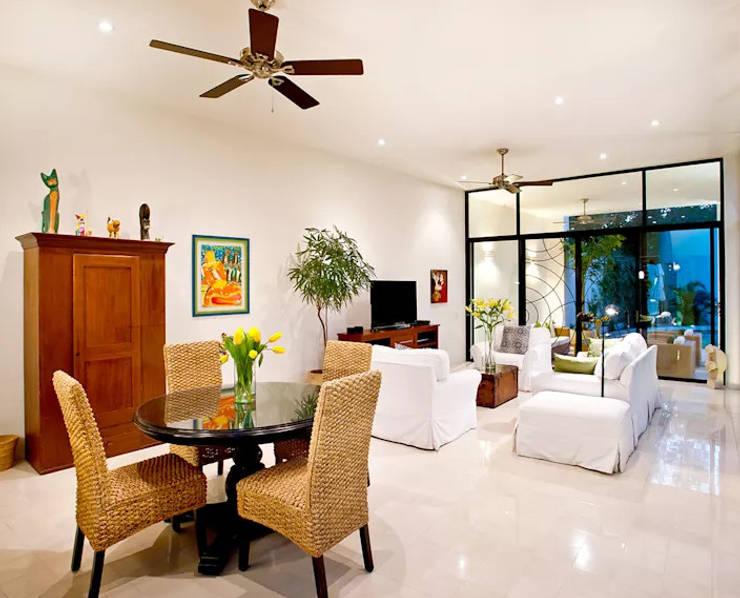 10 kiểu trang trí phòng khách đẹp cho biệt thự hiện đại:  Living room by CÔNG TY CỔ PHẦN XD&TM KIẾN TẠO VIỆT
