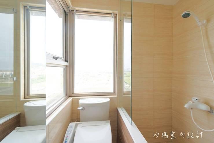 低調  奢華:  浴室 by 沙瑪室內裝修有限公司