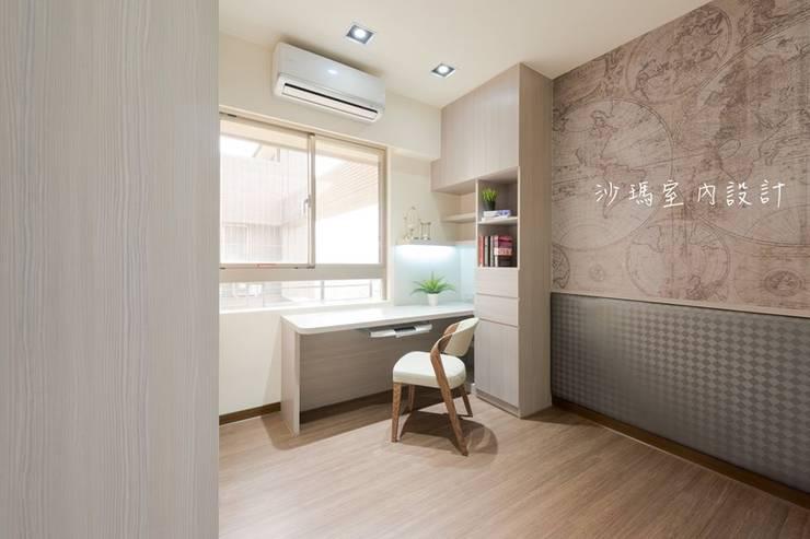 低調  奢華:  臥室 by 沙瑪室內裝修有限公司