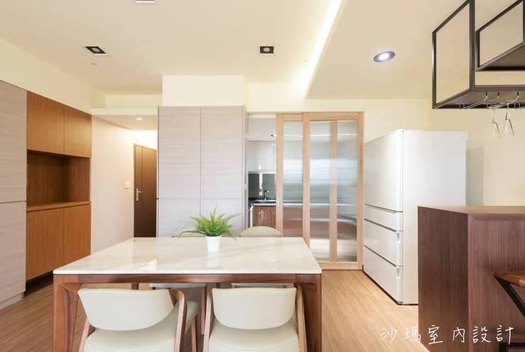 低調  奢華:  餐廳 by 沙瑪室內裝修有限公司