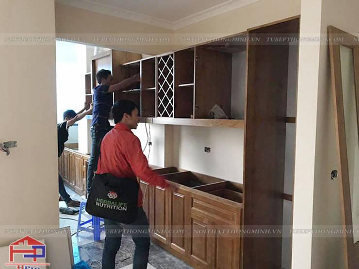 Ảnh thi công tủ bếp gỗ sồi mỹ tân cổ điển nhà anh Dũng ở tòa Hei Tower:  Kitchen by Nội thất Hpro