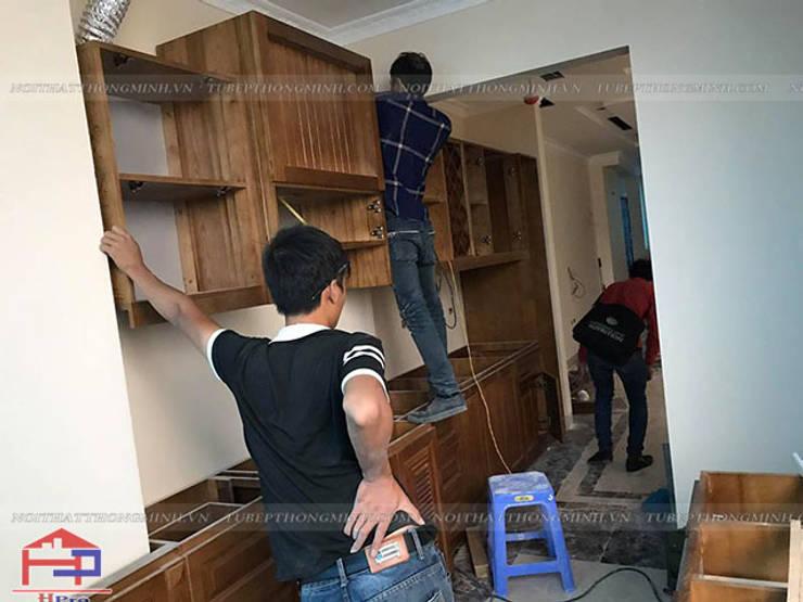 Thi công lắp đặt tủ bếp gỗ sồi mỹ tân cổ điển chữ I nhà anh Dũng ở tòa Hei Tower:  Kitchen by Nội thất Hpro