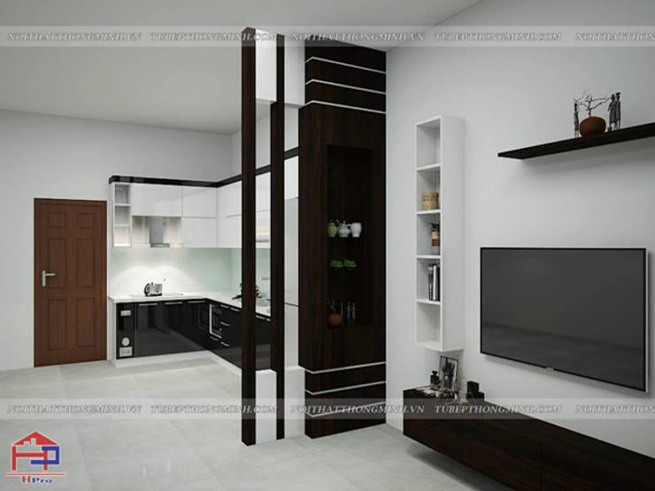 Ảnh 3D thiết kế nội thất phòng khách nhà anh Thủy ở Hải Phòng - Hạng mục vách ngăn phòng khách và bếp:  Living room by Nội thất Hpro