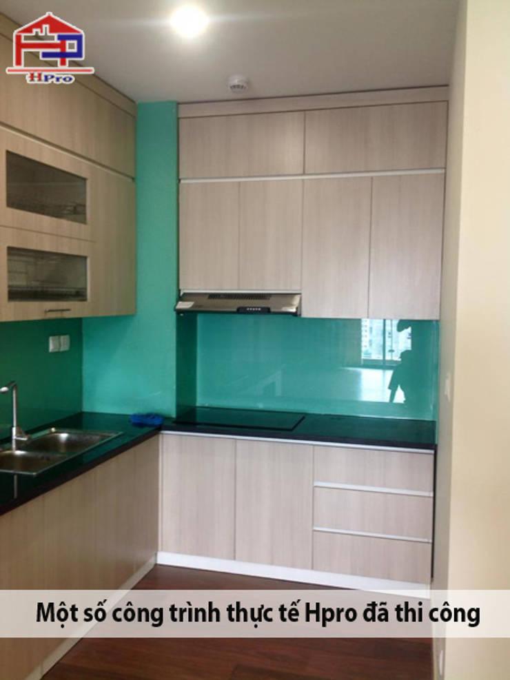 Thiết kế tủ bếp laminate kịch trần giúp gia đình nhà chị Hương tối ưu được không gian nhà bếp:  Kitchen by Nội thất Hpro