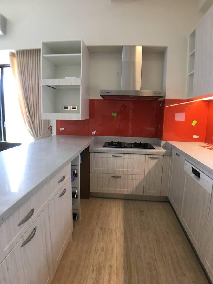 廚房:  系統廚具 by houseda