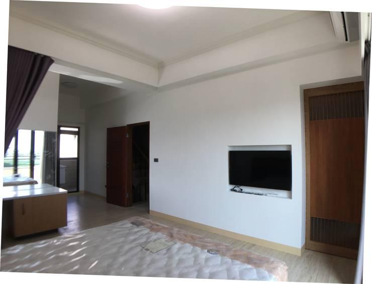 3F臥室電視及更衣室入口:  臥室 by houseda