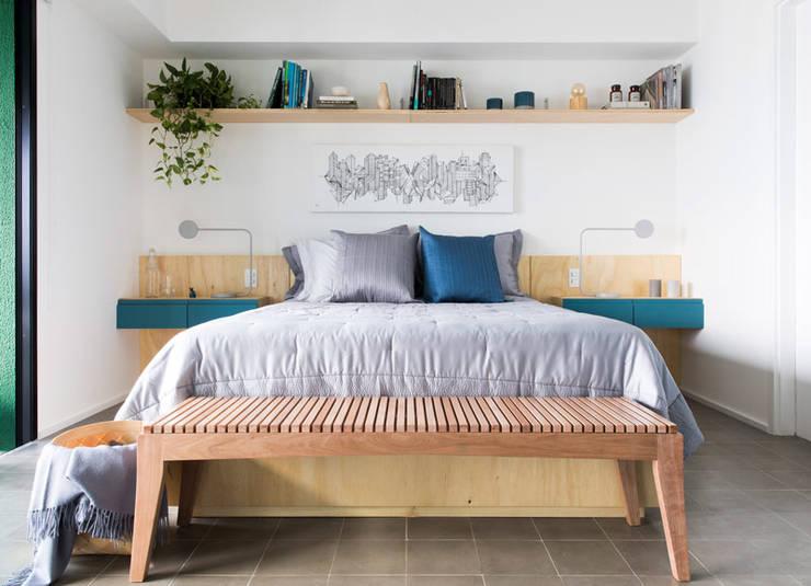 Camera da letto piccola in stile  di INÁ Arquitetura