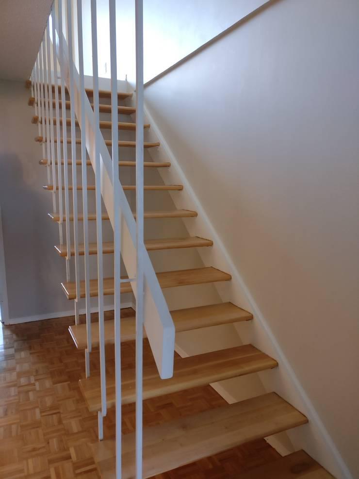 Simplicidad y Elegancia: Vestíbulos, pasillos y escaleras de estilo  por Corporación Siprisma S.A.C
