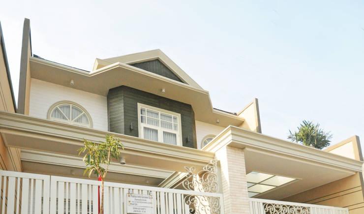Maisons de style  par Dimas Pramudita Architect, Classique Pierre