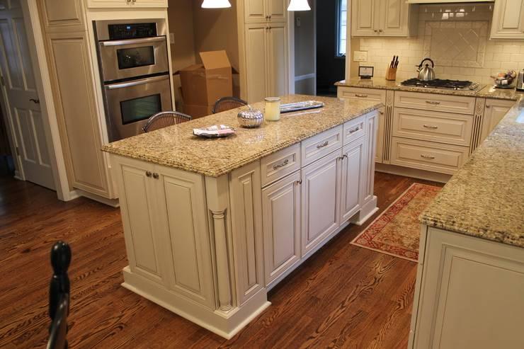 Đá Granite vàng da báo:  Kitchen by Công ty TNHH truyền thông nối việt
