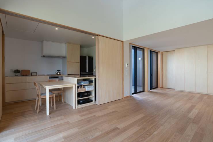 Cocinas de estilo  de 家山真建築研究室 Makoto Ieyama Architect Office, Minimalista